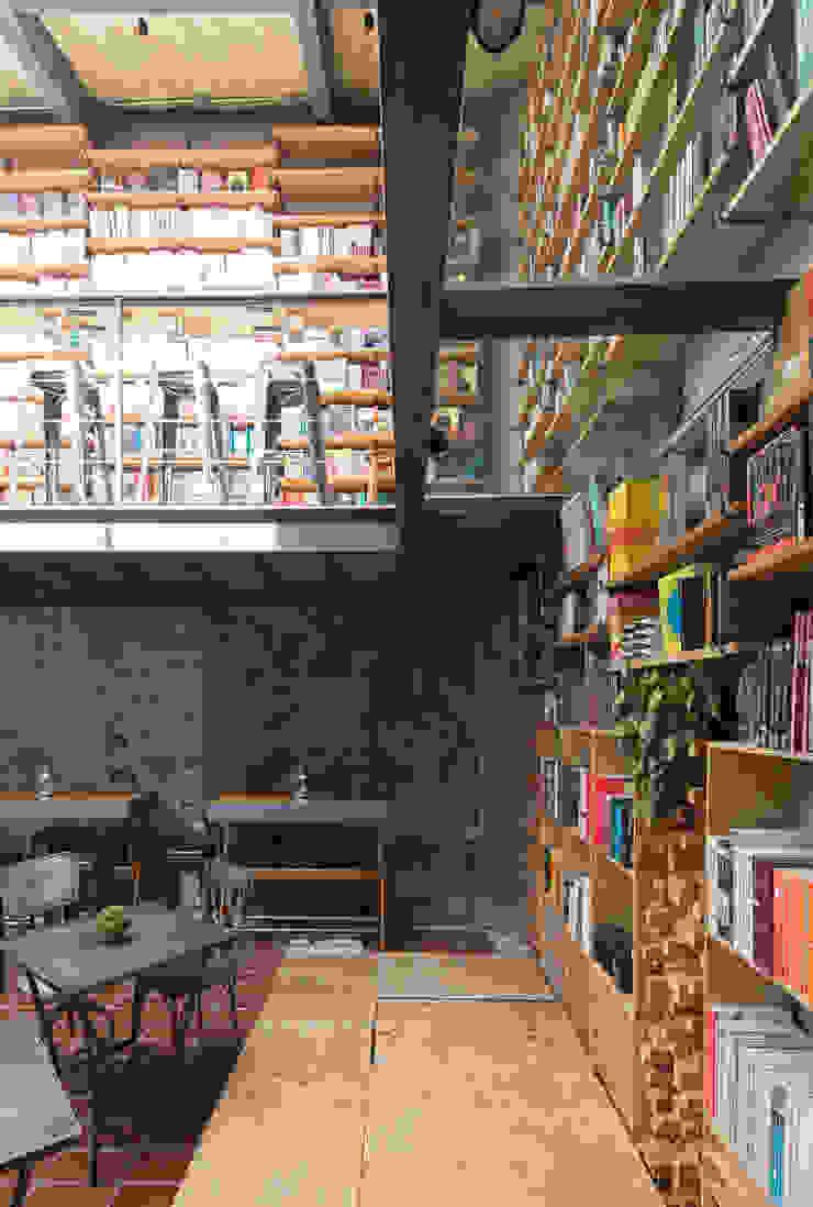 Modern study/office by BCA Taller de Diseño Modern