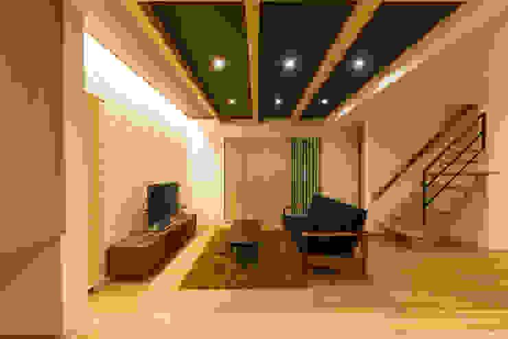楽しく子育てできる家 株式会社JA建設エナジー モダンデザインの リビング 白色