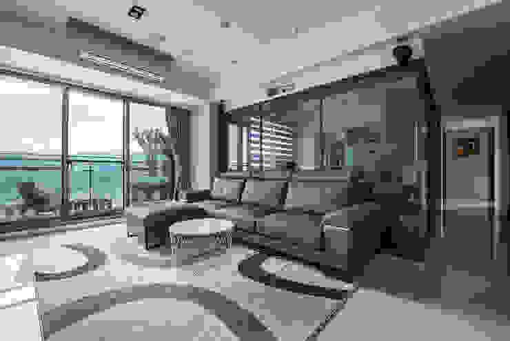 沉穩大氣-將捷家和 现代客厅設計點子、靈感 & 圖片 根據 富亞室內裝修設計工程有限公司 現代風 金屬