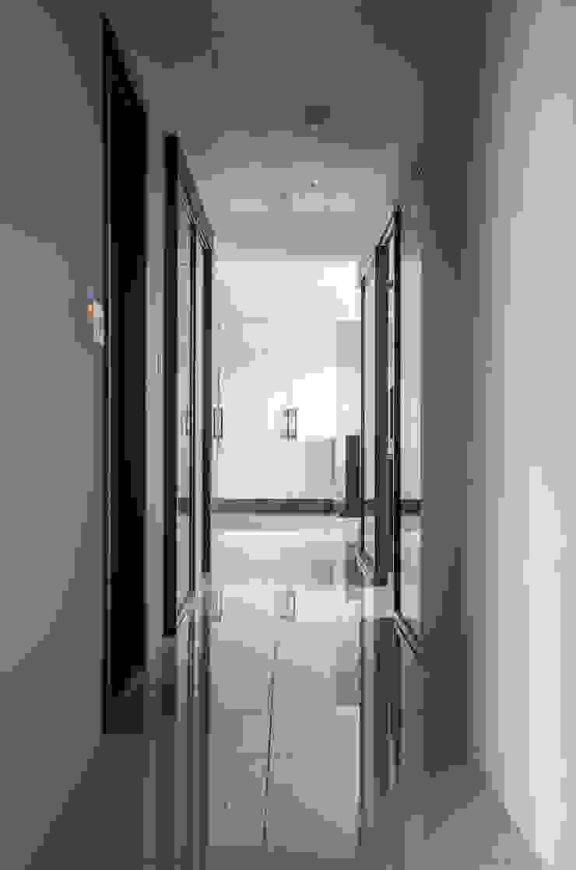 沉穩大氣-將捷家和 現代風玄關、走廊與階梯 根據 富亞室內裝修設計工程有限公司 現代風 金屬