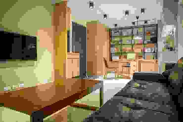 輕質工業-成功美宅 根據 富亞室內裝修設計工程有限公司 工業風 木頭 Wood effect