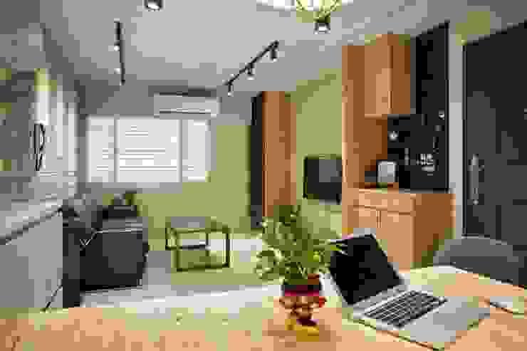 輕質工業-成功美宅 根據 富亞室內裝修設計工程有限公司 工業風 實木 Multicolored