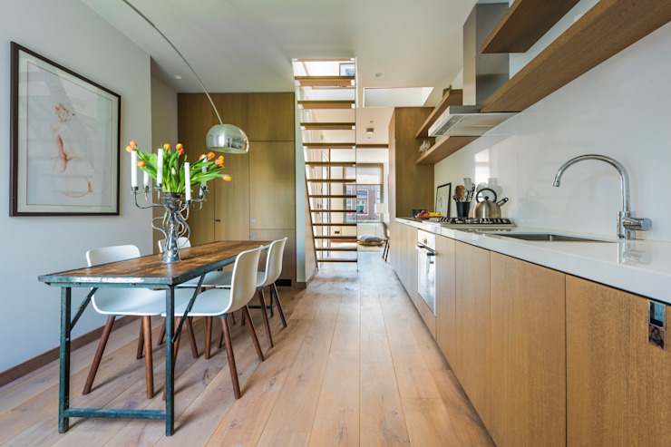 Kitchen & dining area by Deirdre Renniers Interior Design Minimalist
