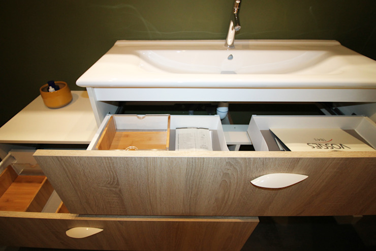 Agence ADI-HOME Modern bathroom Wood-Plastic Composite Wood effect