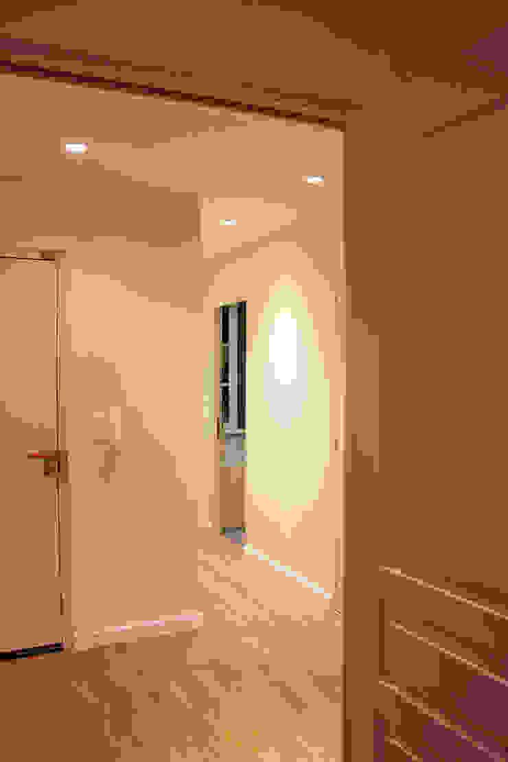 Agence ADI-HOME Pasillos, vestíbulos y escaleras modernos Ladrillos Blanco