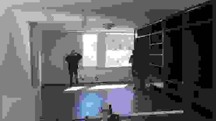 Instalación de espejos Paredes y pisos de estilo clásico de doblev.arq Clásico