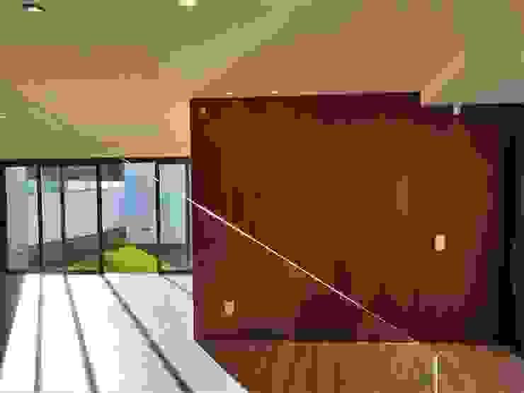 CASA MOREIRA Modern Corridor, Hallway and Staircase by Jesus Correia Arquitecto Modern
