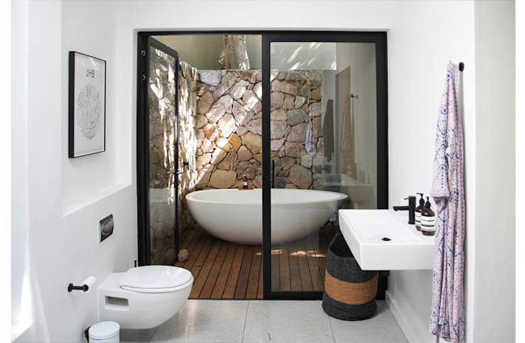 Main Bathroom Minimal style Bathroom by Metaphor Design Minimalist Aluminium/Zinc