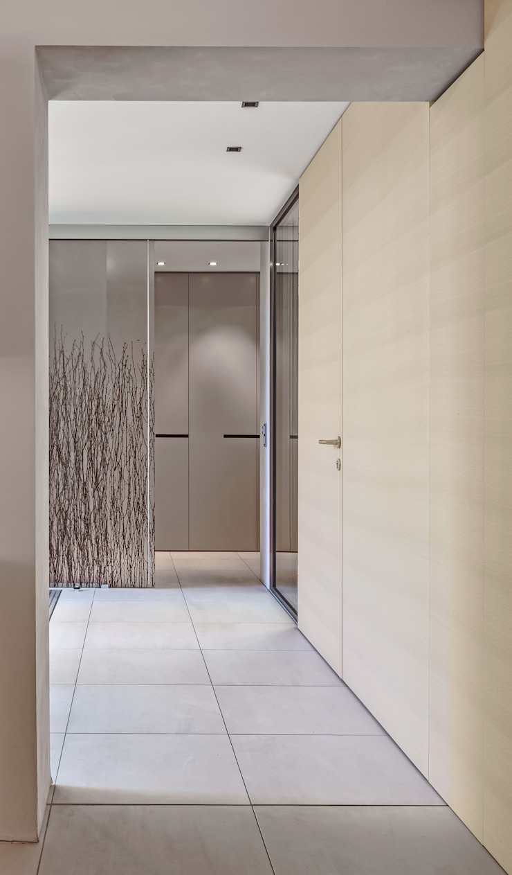 Haus mit Anbauten Moderne Ankleidezimmer von SISAFORM Modern