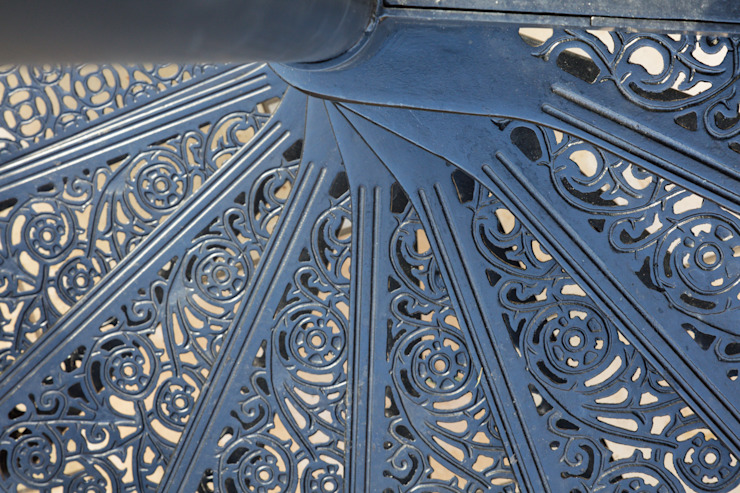 London Garden – Metal Balcony and Staircase British Spirals & Castings Scale