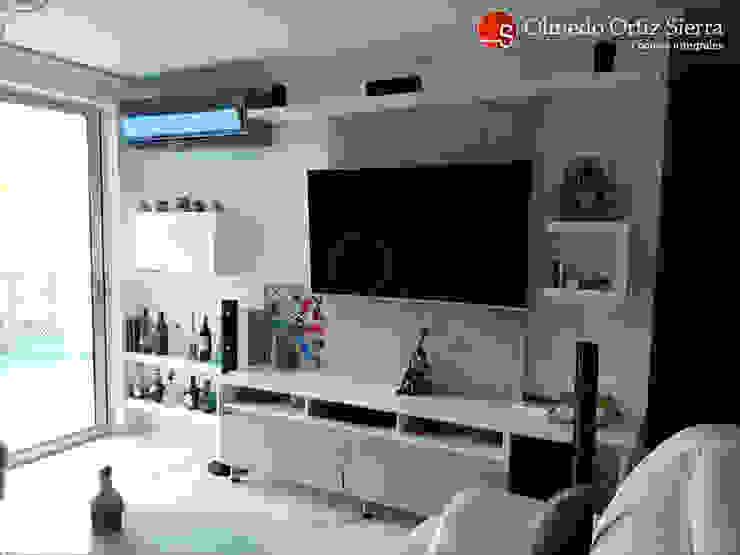 Centro de Entretenimiento Con Repisas de Cocinas Integrales Olmedo Ortiz Sierra Moderno Derivados de madera Transparente