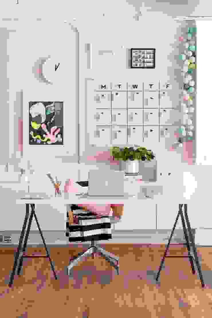 Offices Decor Estudios y despachos de estilo minimalista de Koresma Miraty - Homify Minimalista