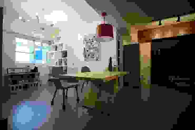 輕工業風活潑住家設計:  書房/辦公室 by 大觀創境空間設計事務所,
