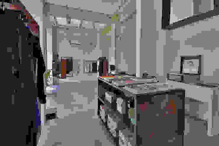 Negozio 101 Coexist - Firenze: Negozi & Locali commerciali in stile  di Soffici e Galgani Architetti,