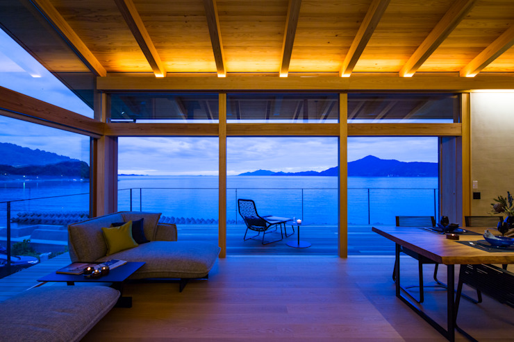 田浦の週末住宅 RON DESIGN オリジナルデザインの リビング 無垢材 木目調