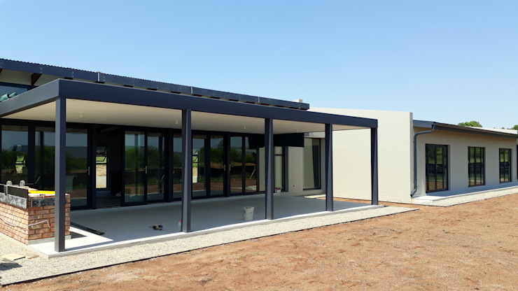 REIS Balkon, Beranda & Teras Modern Grey