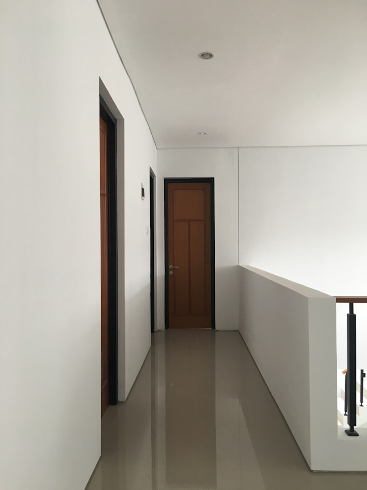 Industrial style corridor, hallway and stairs by indra firmansyah architects Industrial