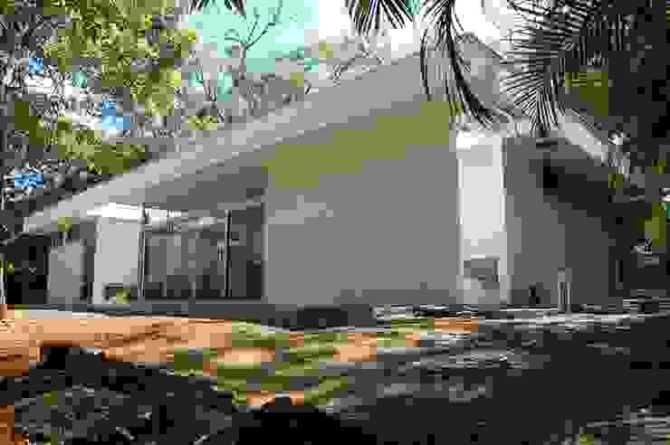 Diseño de Casa en Managua, Nicaragua por SMF Arquitectos Casas modernas: Ideas, imágenes y decoración de SMF Arquitectos / Juan Martín Flores, Enrique Speroni, Gabriel Martinez Moderno