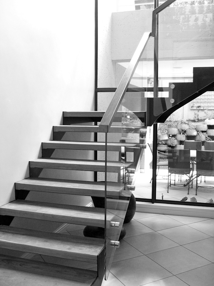 Staircases: modern  by REIS, Modern Iron/Steel