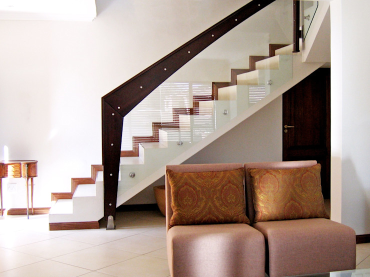 Staircases: modern  by REIS, Modern Tiles