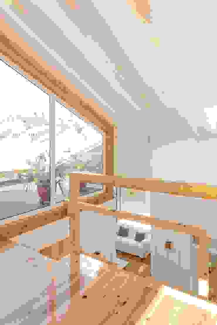 Boost Studio Ingresso, Corridoio & Scale in stile moderno Legno Effetto legno
