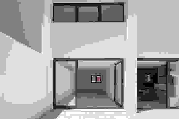 Casas modernas de Boost Studio Moderno Concreto