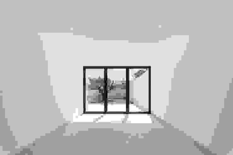 Salones modernos de Boost Studio Moderno Concreto