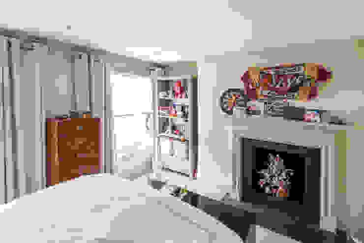 Knightbridge renovation:  Bedroom by Prestige Architects By Marco Braghiroli,
