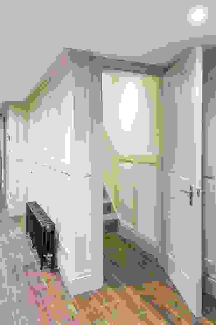Knightbridge renovation Prestige Architects By Marco Braghiroli Classic style corridor, hallway and stairs