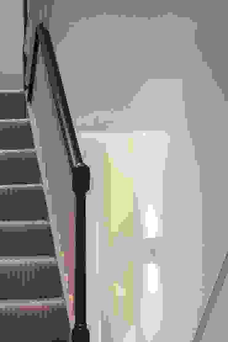 Knightsbridge Townhouse の Prestige Architects By Marco Braghiroli クラシック