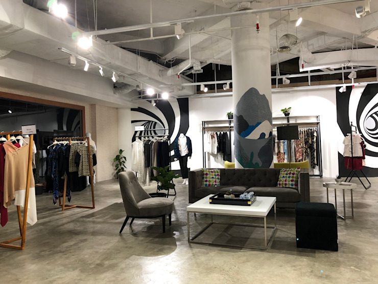 Ruang tunggu dan Etalase (Fashion Link) Pusat Perbelanjaan Gaya Industrial Oleh Studié Industrial