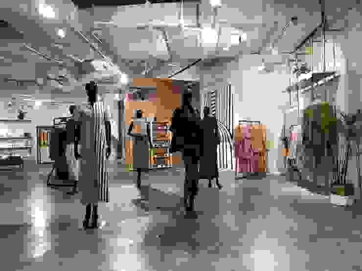 Show Mannequine Pusat Perbelanjaan Gaya Industrial Oleh Studié Industrial