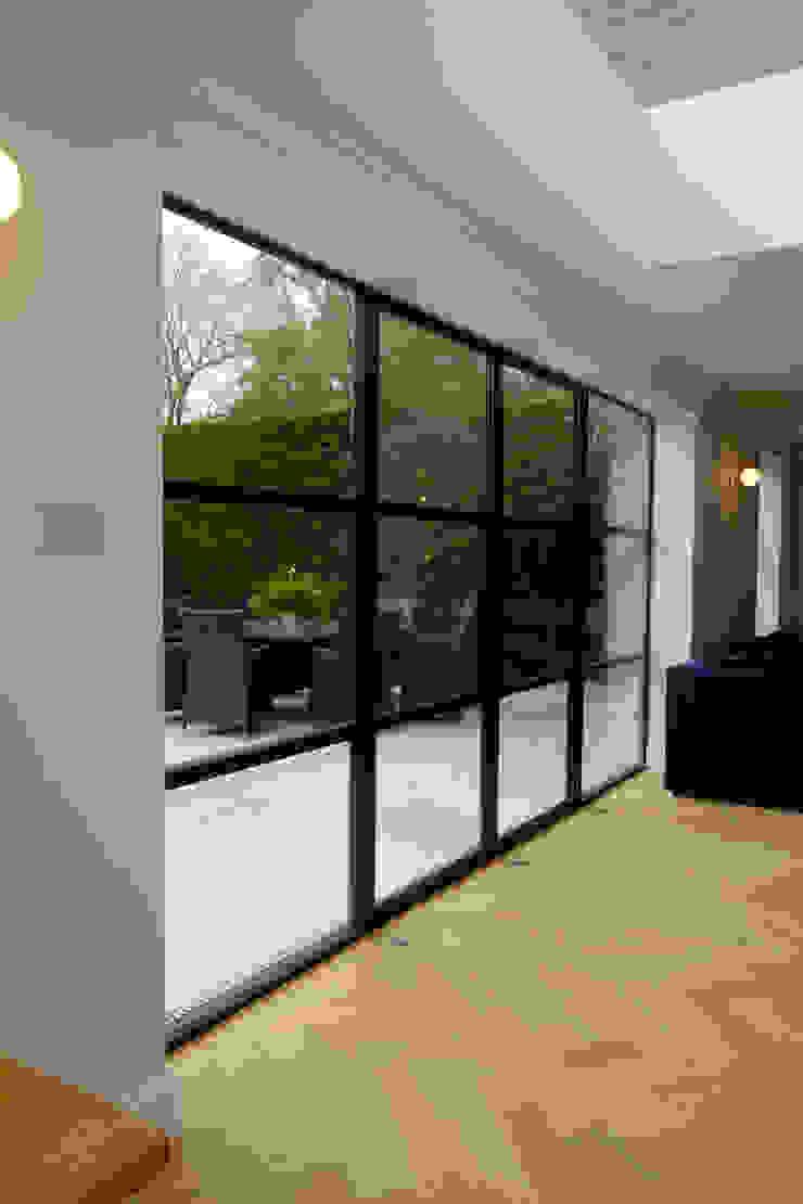 Sieger Legacy door IQ Glass UK Modern living room Glass Transparent