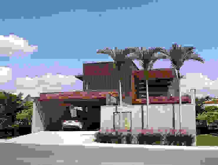Дома в стиле модерн от Lozí - Projeto e Obra Модерн