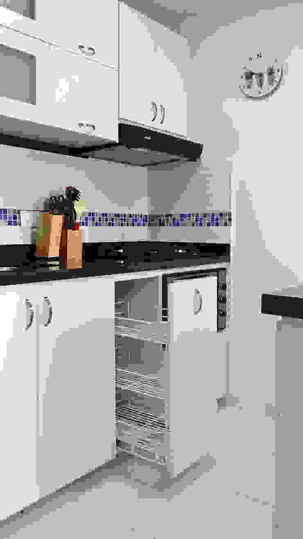 Canasta cocina integral de Remodelar Proyectos Integrales Moderno Derivados de madera Transparente