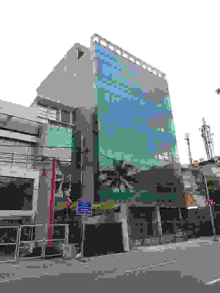 Office at Cideng Jakarta Kantor & Toko Modern Oleh KHK Construction Modern