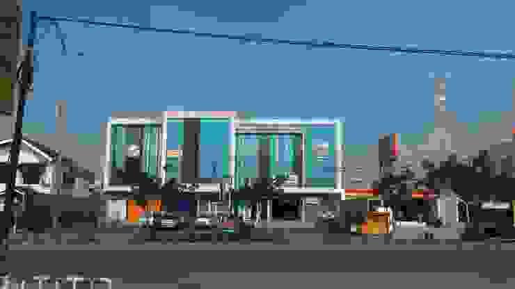 Ruko Jalan Raya Serpong Kantor & Toko Modern Oleh KHK Construction Modern