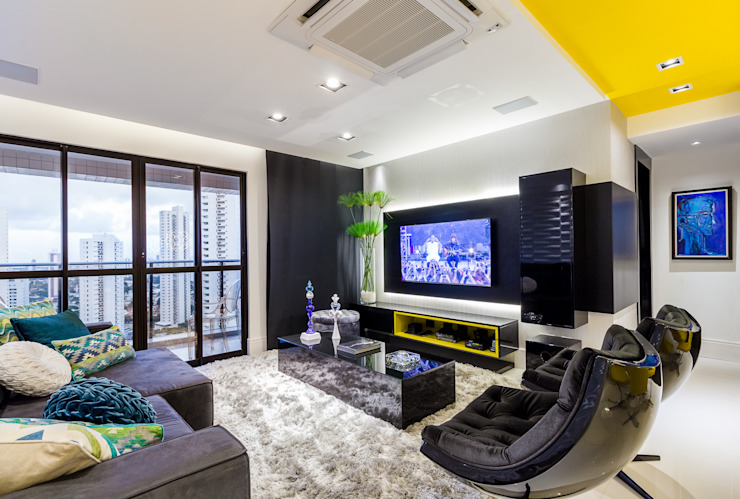 Sala/ Sofá/ Poltronas/ Pianel/ Vegetação Salas de estar modernas por Sônia Beltrão Arquitetura Moderno