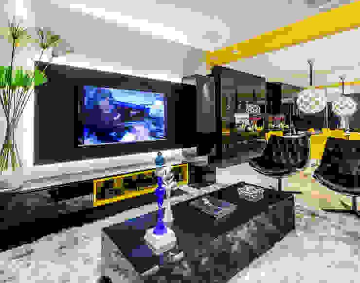 Sala/ Mesa de centro/ Painel/ vegetação/ Poltrona Salas de estar modernas por Sônia Beltrão Arquitetura Moderno