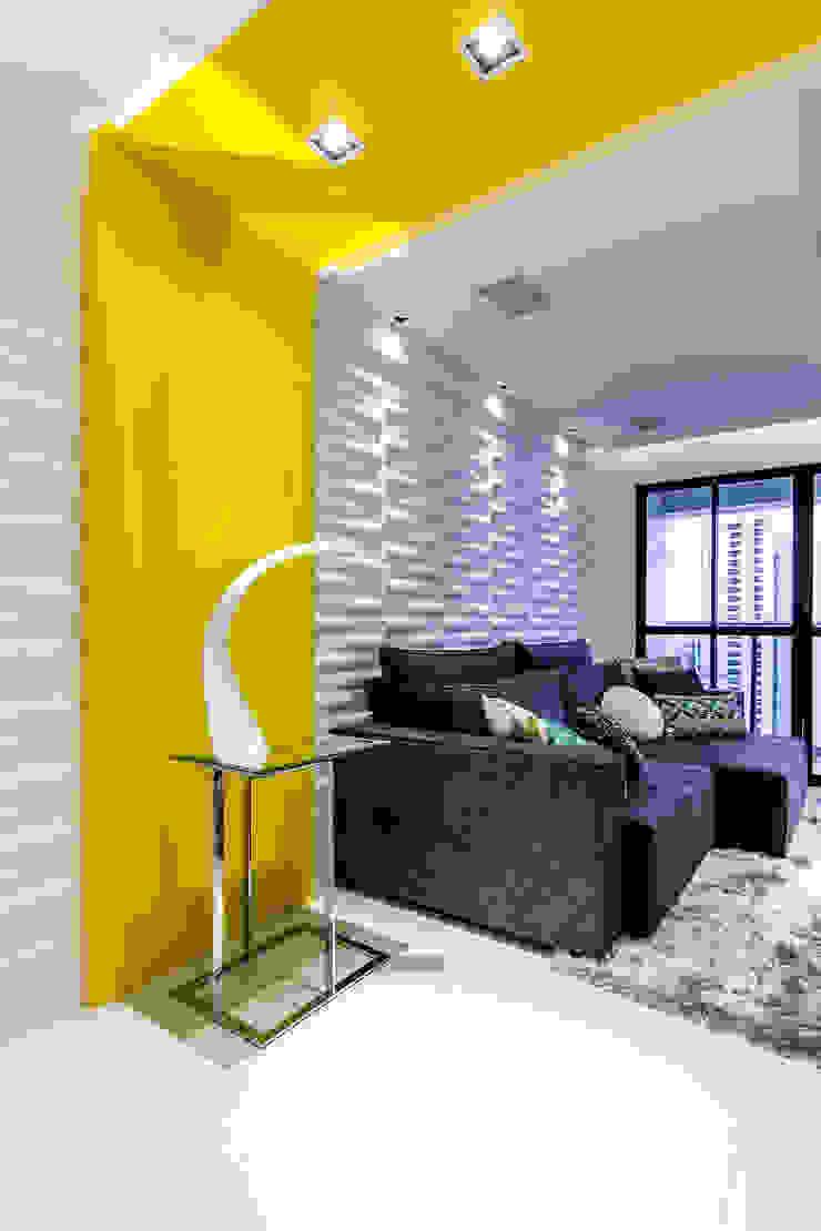 Estar/ Sofá/ Revestimento 3D/ Decoração Salas de estar modernas por Sônia Beltrão Arquitetura Moderno