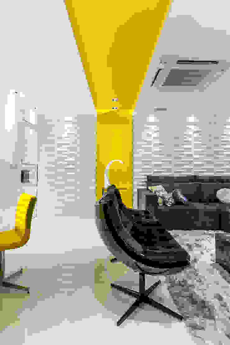 Sala/ Poltrona/ Revestimento 3D Salas de estar modernas por Sônia Beltrão Arquitetura Moderno