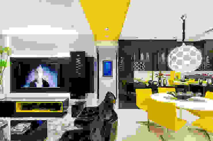 Estar/ Jantar/ Painel/ Poltronas/ Cadeiras/ Mesa/ Lustre/ Salas de estar modernas por Sônia Beltrão Arquitetura Moderno