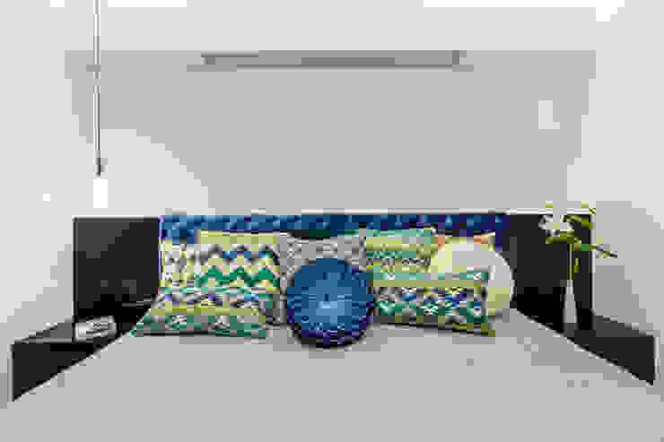 Quarto do casal/ Criado mudo/ Pendente Quartos modernos por Sônia Beltrão Arquitetura Moderno