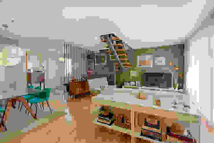 Soggiorno moderno di ShiStudio Interior Design Moderno