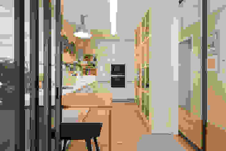 Kitchen units by SHI Studio, Sheila Moura Azevedo Interior Design