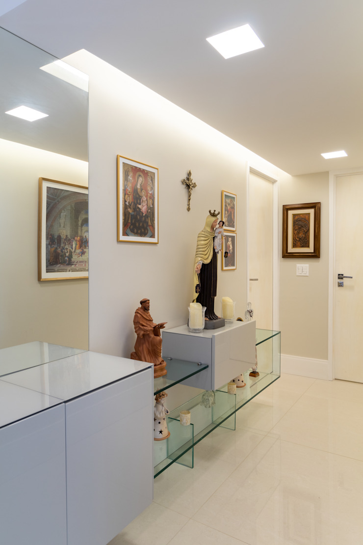 Modern corridor, hallway & stairs by Sônia Beltrão Arquitetura Modern MDF
