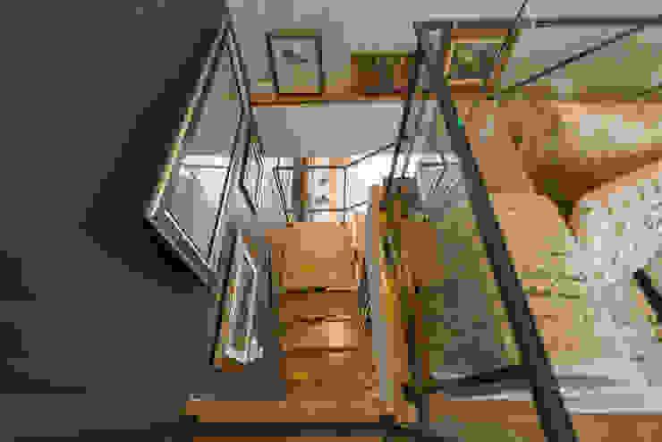 Stairs by SHI Studio, Sheila Moura Azevedo Interior Design