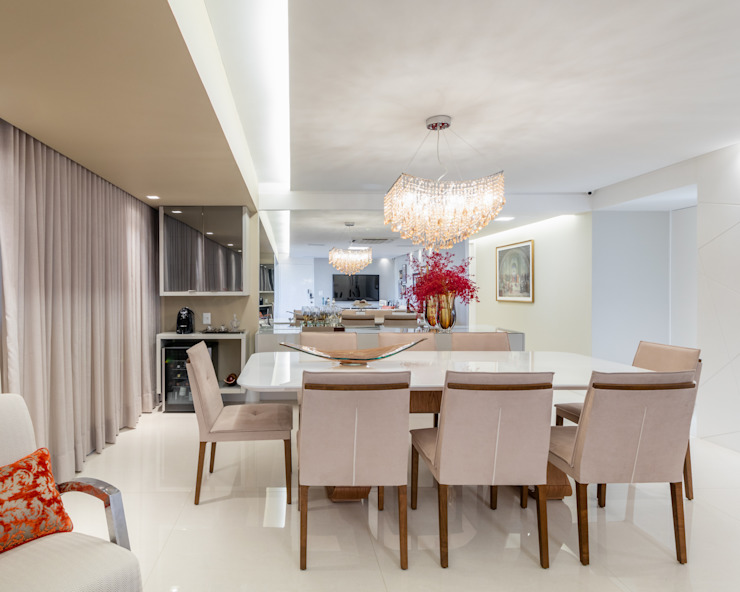Modern dining room by Sônia Beltrão Arquitetura Modern