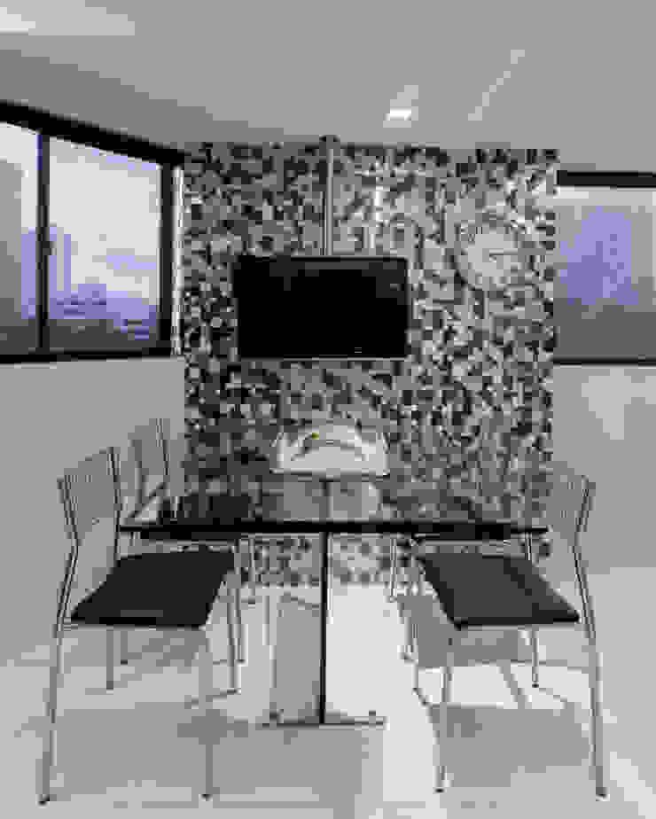 Modern kitchen by Sônia Beltrão Arquitetura Modern Metal