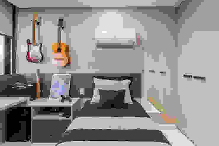 Modern style bedroom by Sônia Beltrão Arquitetura Modern MDF
